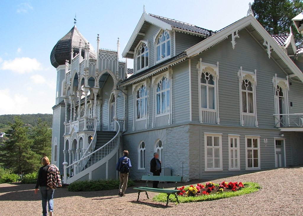 Photo:Bosc d'Anjou | Ole Bull's summer villa on the island of Lysøen, near Bergen. Built in 1873, it was designed by Ole Bull himself, supervised by Conrad Fredrik von der Lippe, a professional architect. The style is, to say the least, eclectic: Russian, Swiss, Moorish... Too costly to maintain, it was donated by Bull's grand-daughter to Society for the Preservation of Ancient Norwegian Monuments (Fortidsminneforeningen).