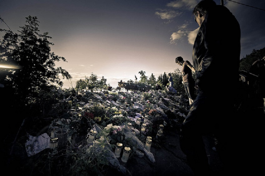 15 Touching Pictures Reminding 22 July Massacre in Norway